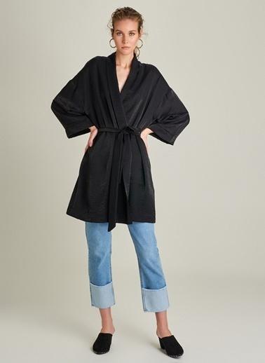 Monamoda Metalik Kumaşlı Kimono Siyah